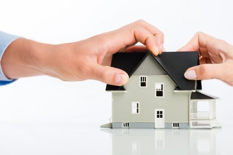 La convivencia no acredita la calidad de propietario de la vivienda
