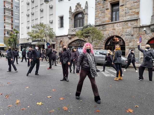 Profesores y alumnos protestaron para que abran escuelas de arte en Mar del Plata