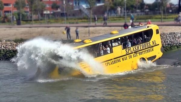 Ônibus anfíbio agua