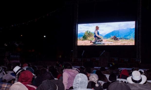 """Maras fue el escenario del estreno mundial de la película quechua """"Willaq Pirqa"""""""