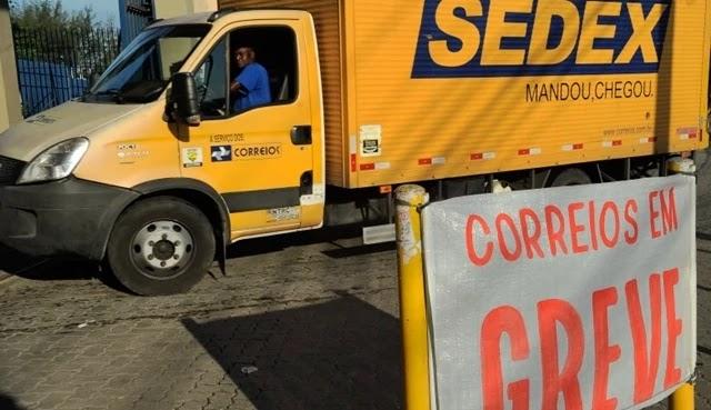 O Sindicato dos trabalhadores dos Correios de São Paulo (Sintect-SP), responsáveis por quase a totalidade de operações do país, anunciou greve