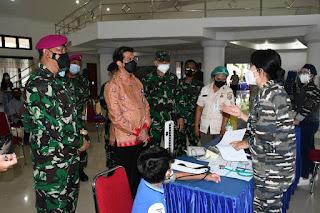 TNI AL Gelar Vaksinasi Dosis Kedua Di Mako Lantamal VIII