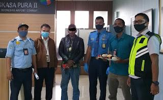 Penumpang Pesawat Lion Air Diamankan Curi 2 Pelampung