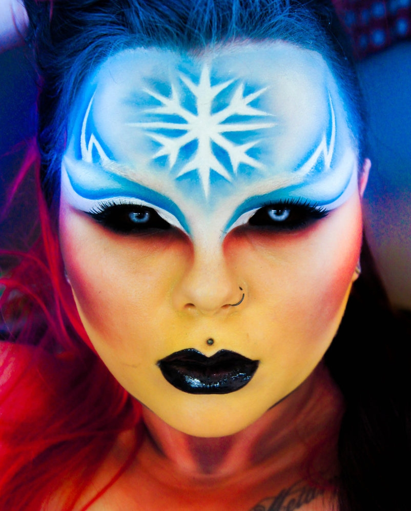 02-Fire-and-Ice-Carla-CrimsonnOnyxx-Face-and-Body-Painting-by-a-Chameleon-like-Artist-www-designstack-co