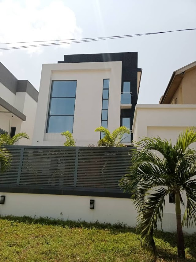Contemporary 5 Bedroom Duplex With A Swimming Pool for sale