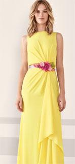 vestido largo recto en georgette drapeada con capas 2019