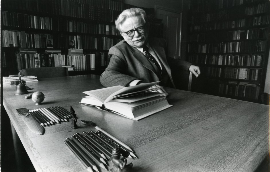 Diversity Is Beautiful National Crowd Symbols By Elias Canetti 1960