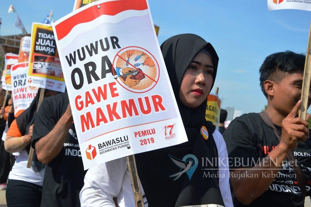 """Bawa Poster """"Wuwur Ora Gawe Makmur"""", Bawaslu Kebumen Ajak Masyarakat Tolak Politik Uang"""