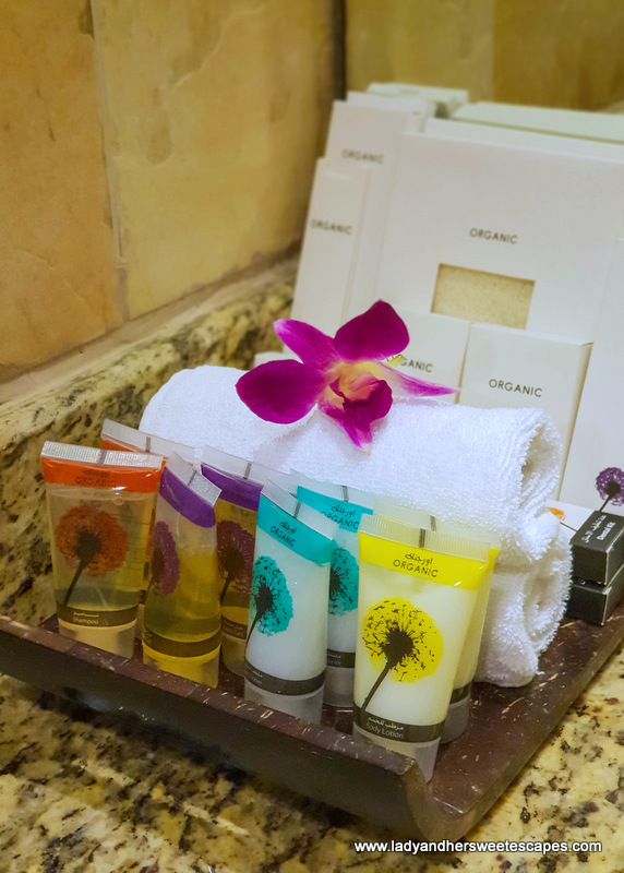 Danat Jebel Dhanna Resort organic bath set