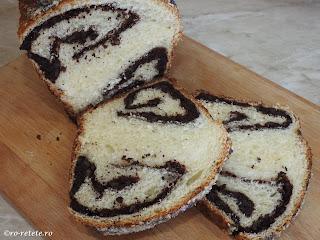 Cozonac de casa reteta cu nuca si cacao desert prajitura dulce copt la cuptor de Craciun Pasti Revelion retete patiserie mancare pufos moale fraged cozonaci impletiti,