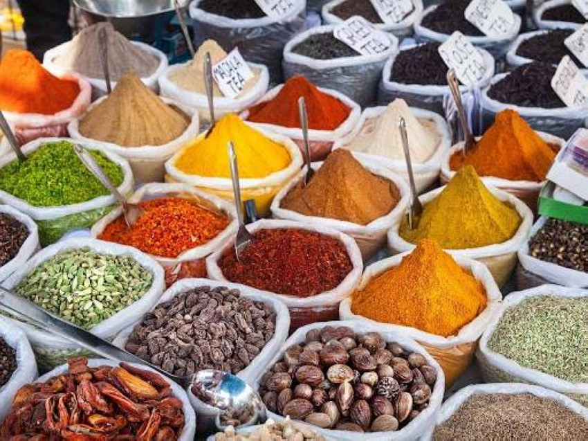Does spices expire and when is the right time to dispose of them? Spices are one of the secrets of the most seasoned chefs and chefs around the world, due to their effect on changing the flavors of dishes, but they are more than just substances that spice up foods, but they also help prevent spoilage and add color and health-promoting plant compounds.