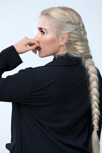 Acconciature capelli lunghi treccia