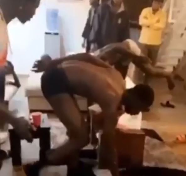Drama As Suspected Yahoo Boys Track Down And Punish Other Yahoo Boys Who Defrauded Them (Video) #Arewapublisize