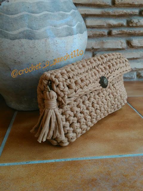 bolso de trapillo a crochet hecho a mano