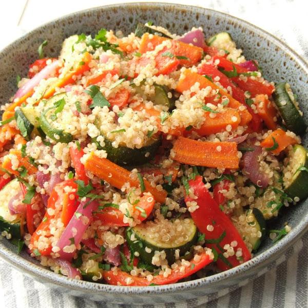 Rezept: Warmer Quinoa-Salat mit Grillgemüse