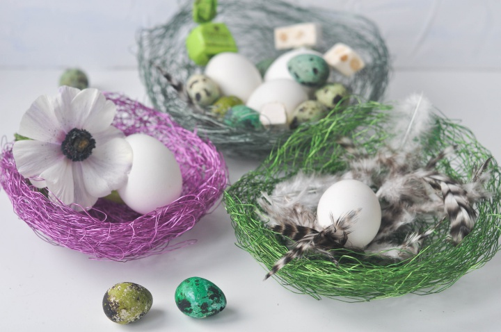DIY wire baskets, perfect for Easter
