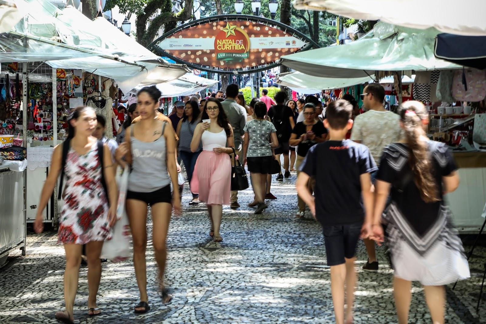 Feiras de Natal nas praças Osório e Santos Andrade vão até domingo