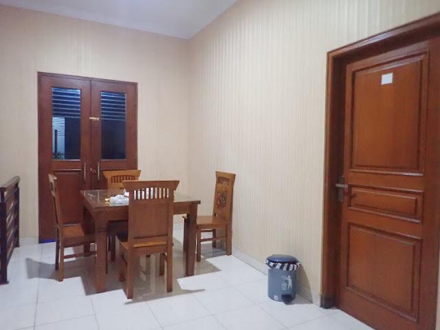 ruang makan di timoho residence