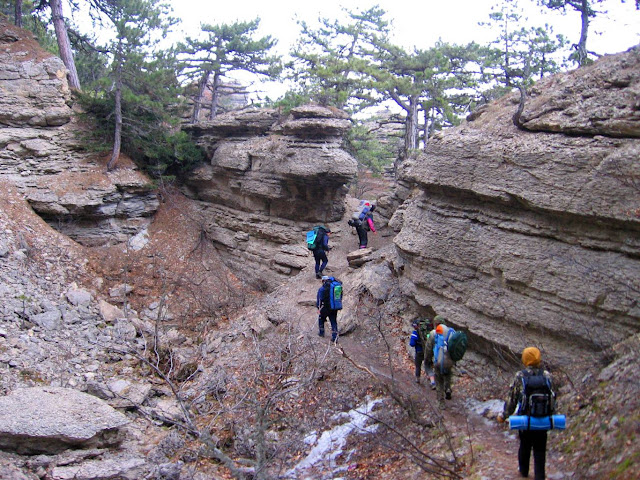 Идём через скалы Таракташ