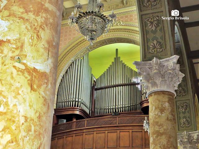 Fotocomposição no interior da Paróquia São Paulo da Cruz - Igreja do Calvário - Pinheiros - São Paulo