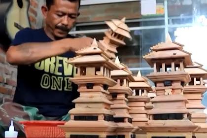 Kreatif, warga Kudus sulap limbah mebel jadi miniatur Menara Kudus