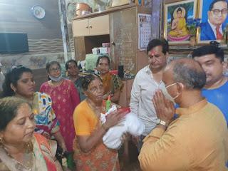 मालवणी में उत्पीड़ित दलितों के साथ मंगल प्रभात लोढ़ा ने मनाई होली   #NayaSaberaNetwork