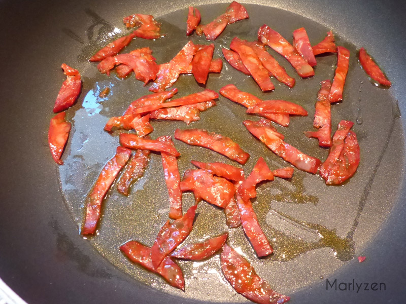 Faites griller légèrement le chorizo.