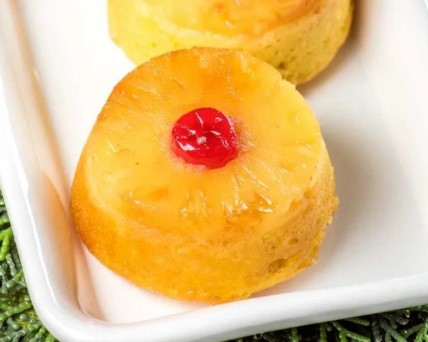 MINI PINEAPPLE UPSIDE DOWN RUM CAKES