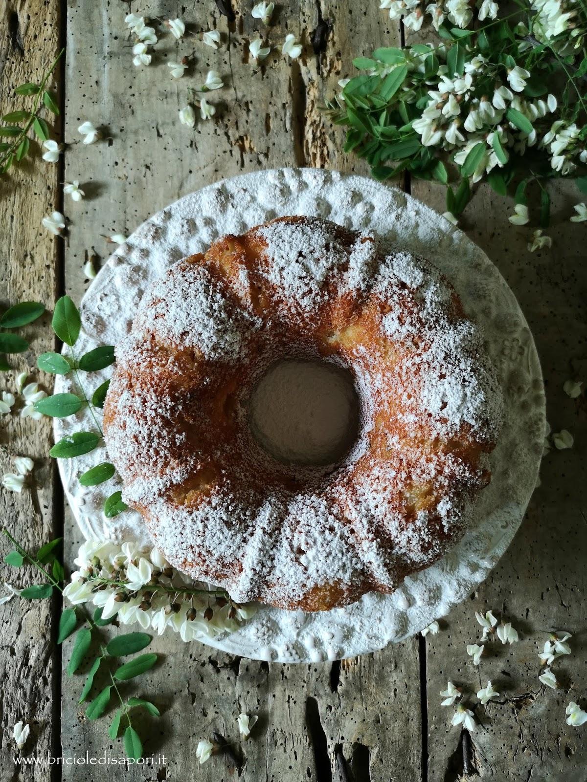 torta con fiori di robinia e mele