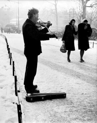 http://federer7.tumblr.com/post/174377170846/straatmuziek-street-music-1945-by-dirk-de