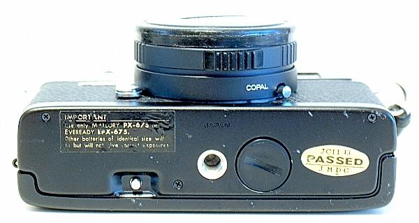 Konica C35 Automatic, Bottom