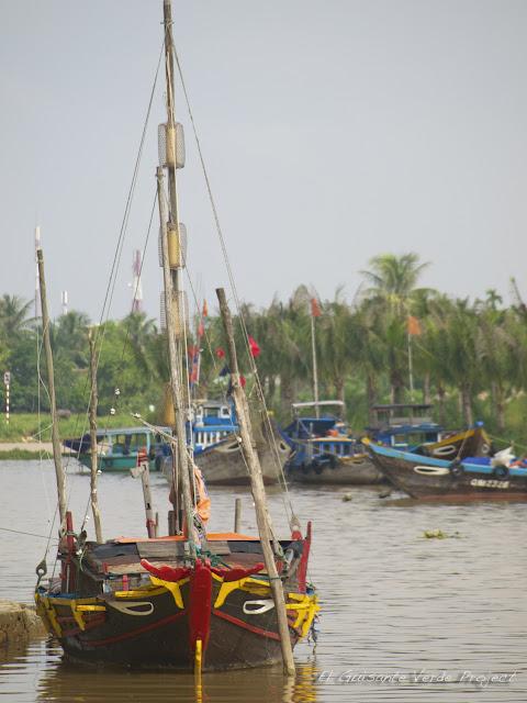 Barcos de pesca en Hoi An, por El Guisante Verde Project