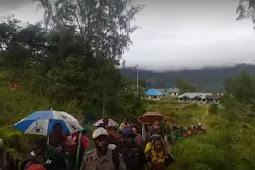 Pengungsi Intan Jaya Dapat Bantuan 120 Ton Beras