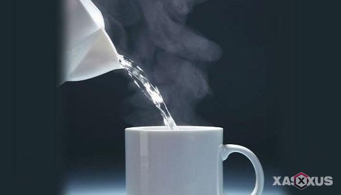 Cara menghilangkan sakit kepala dengan campuran air hangat dan minyak kayu putih