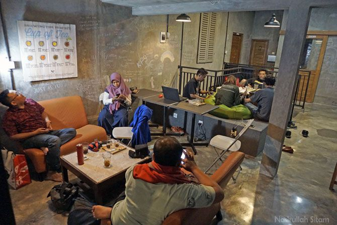Lantai dua Silamo Crative Hub nyaman untuk bersantai
