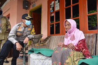 Polresta Cirebon Salurkan  Paket Sembako Ke 6 Desa