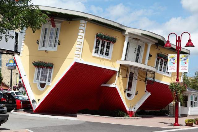 ngôi nhà quay ngược thực tế