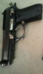 BARAHONA:  PN. apresa a Kelvin  López  Urbaez y le ocupa una pistola y un cuchillo tipo Rambo