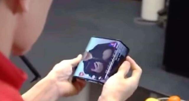 Ponsel lipat Xiaomi telah bocor dalam video ini