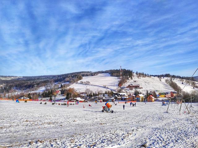 widok na Wielką Sowę, wyciągi narciarskie w Rzeczce