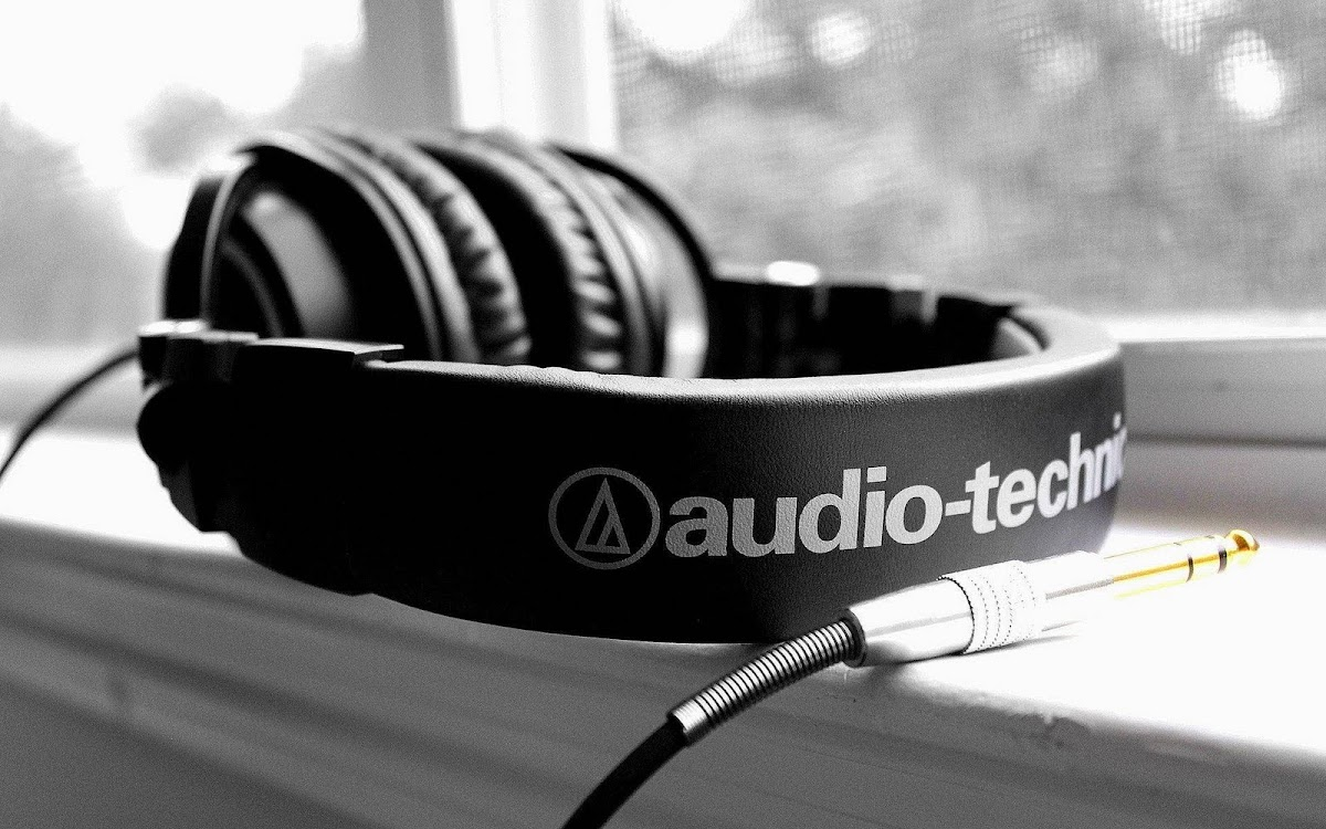 Amazing Headphone Widescreen HD Wallpaper 5