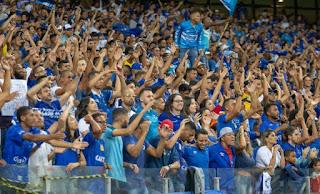 Raposa faz seu primeiro jogo na temporada na arrancada por dias melhores após a queda para a Série B do futebol brasileiro