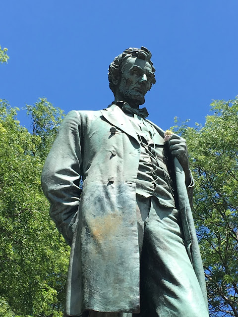 abraham lincoln statue in lincoln park