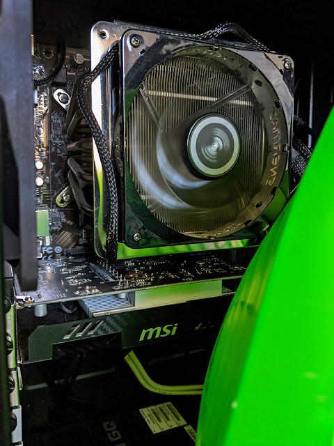 The MSI GTX 1050 GPU sitting below the i5-4590.