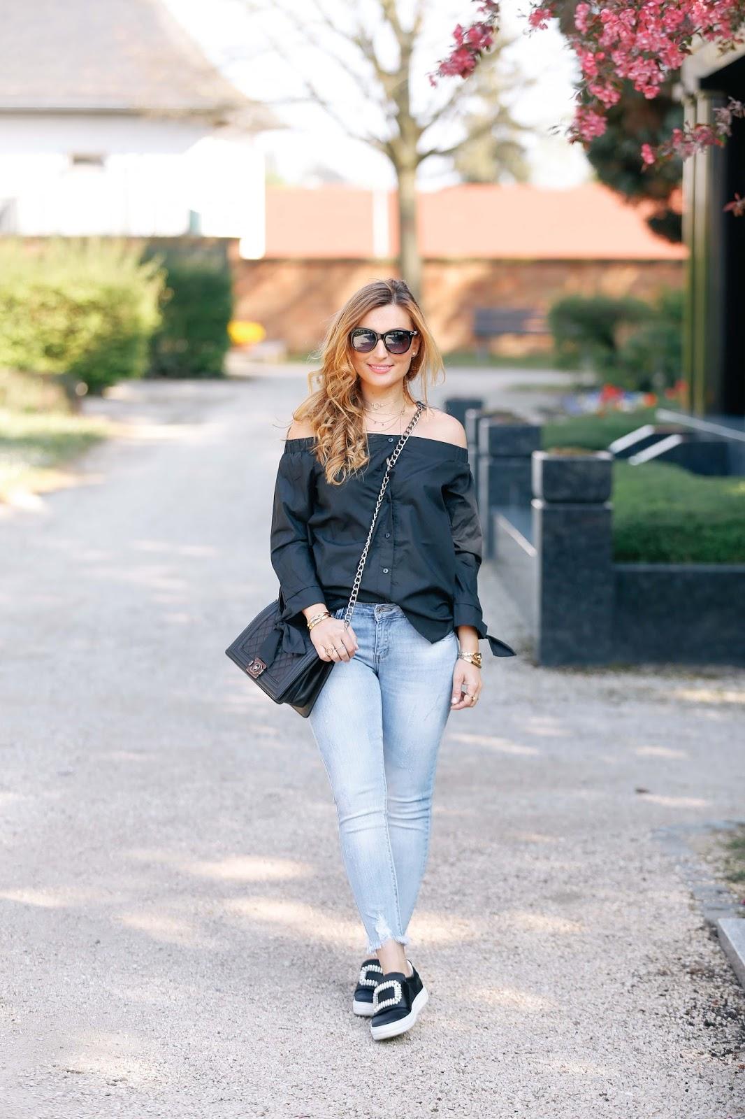 Roger-vivier-schuhe-fashionstylebyjohanna-offshoulder-helle-jeans-deutsche-fashionblogger