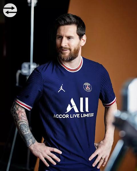 رسمياً بقميص باريس:  ميسي يحيي جماهير باريس صورة وفيديو
