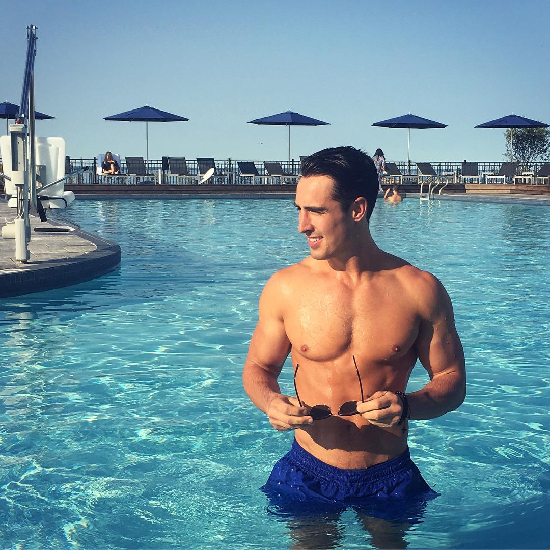 hot-pool-guys-rob-monroe-fit-wet-body