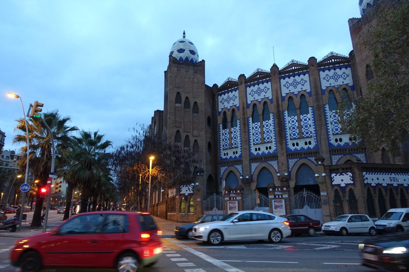 モヌメンタル闘牛場(Placa de Toros Monumental)