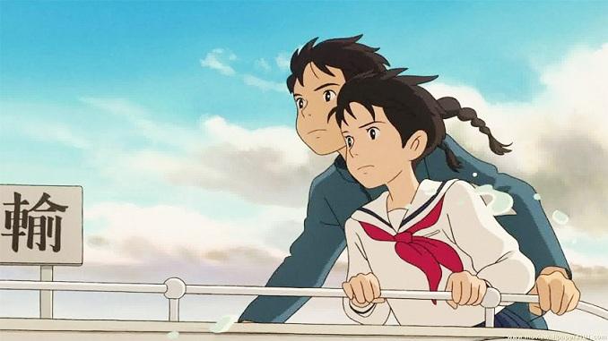 Setelah ayahnya yang seorang pelaut meninggal di Perang Korea, Matsuzaki Umi, seorang siswi SMA di kota Yokohama pada tahun 1960-an, setiap pagi selalu mengibarkan sinyal bendera sebagai suatu kenangan untuk ayahnya. Di saat mencoba menyelamatkan gedung tua di sekolahnya, Umi bertemu dengan Kazama Shun. Saat itulah mulai berkembang rasa cinta di antara mereka, namun rahasia masa lalu yang tiba-tiba muncul menjadi penghalang hubungan mereka.