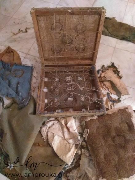 Εσωτερικό παλιάς πολυθρόνας.